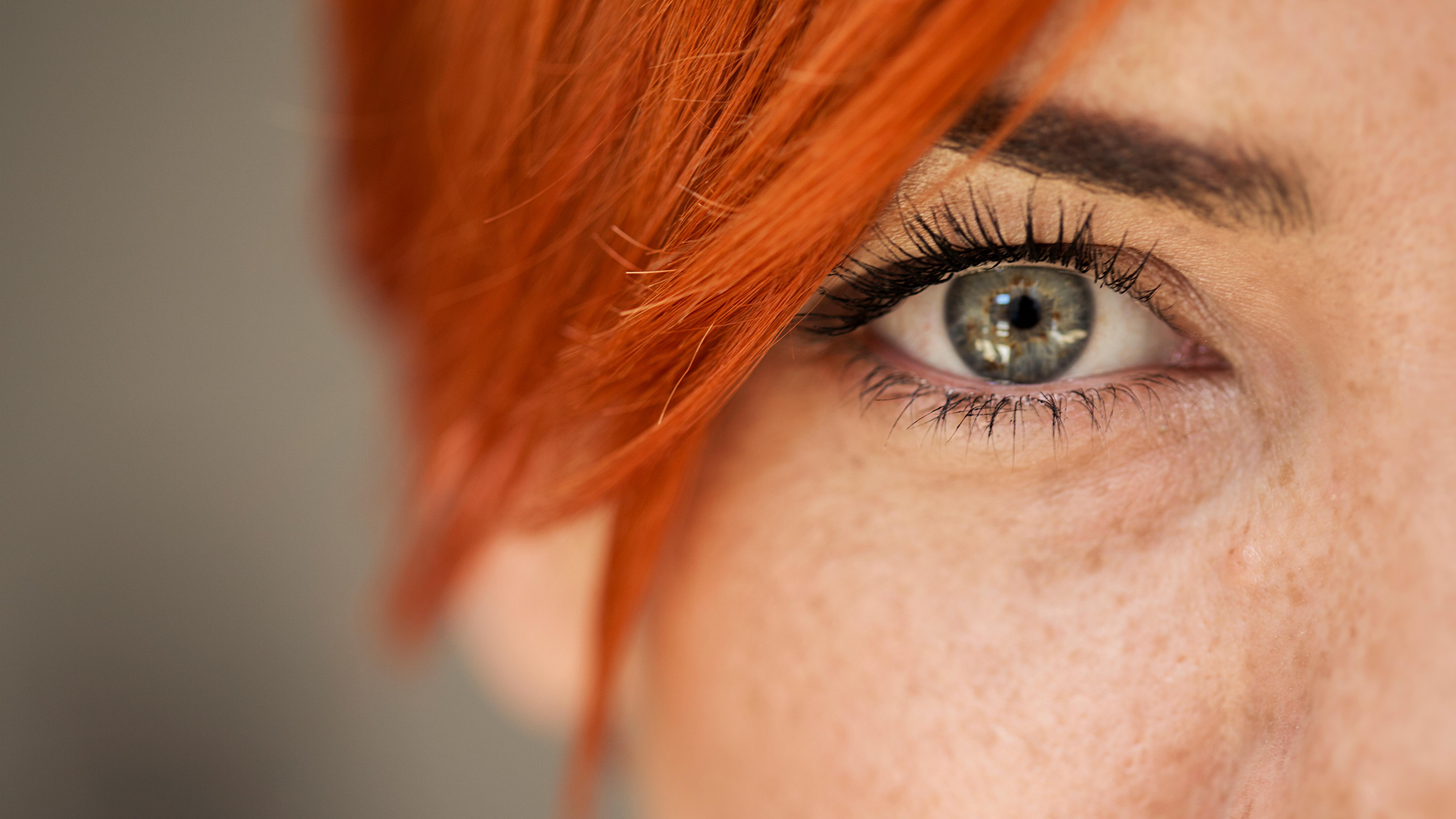 Auge einer Frau, Lidstraffung in Nürnberg